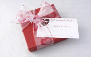 gift wrap red box