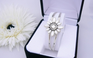 Flower Bangle Bracelet - Sterling Silver With Mother Of Pearl
